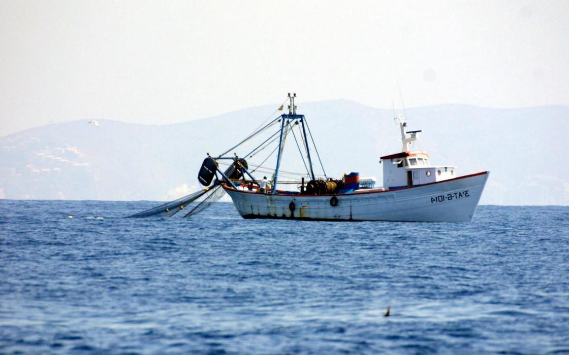 من يُوقف إستنزاف ثرواتنا السمكية من قبل مراكب الصيد الأجنبية؟