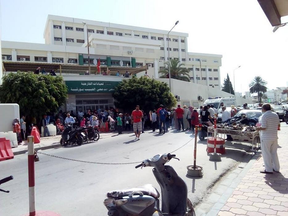 مستشفى الحبيب بورقيبة: وقفة احتجاجية لأعوان الصحة تتسب في إغلاق الطريق من قبل مواطنين
