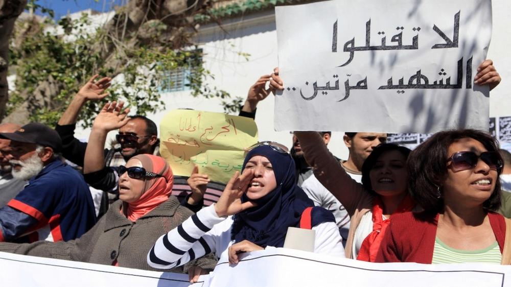 احتجاج لعائلات شهداء وجرحى الثورة
