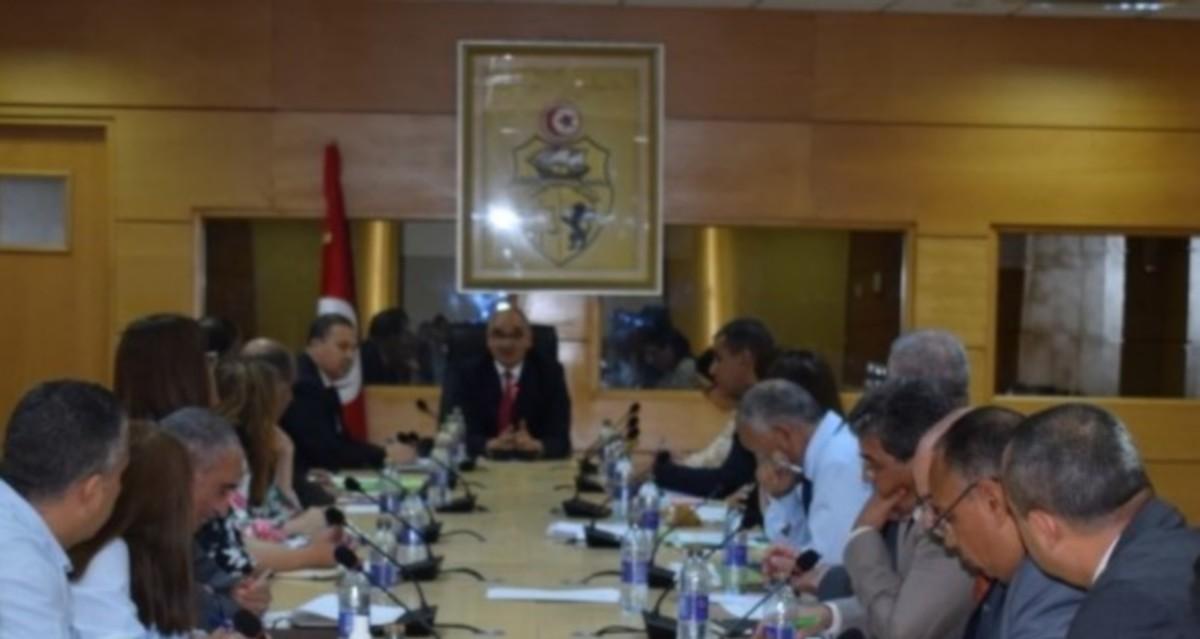 وزير التجارة يشرف على الاجتماع الدوري لهيئة المديرين