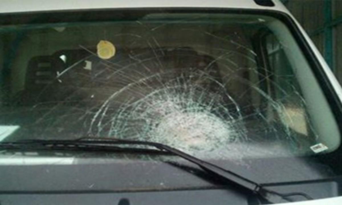 تطاوين : تعرض سيارة اسعاف تابعة للمستشفى المحلي برمادة إلى اعتداء بالعصي والحجارة على مستوى منطقة بير عمير