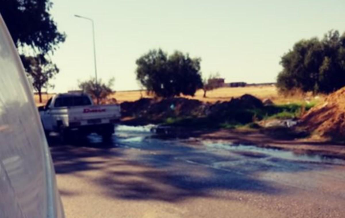 تسرب  مياه  ببئر على بن  خليفة  منذ  اكثر  من سنة والصوناد لا  تتحرك