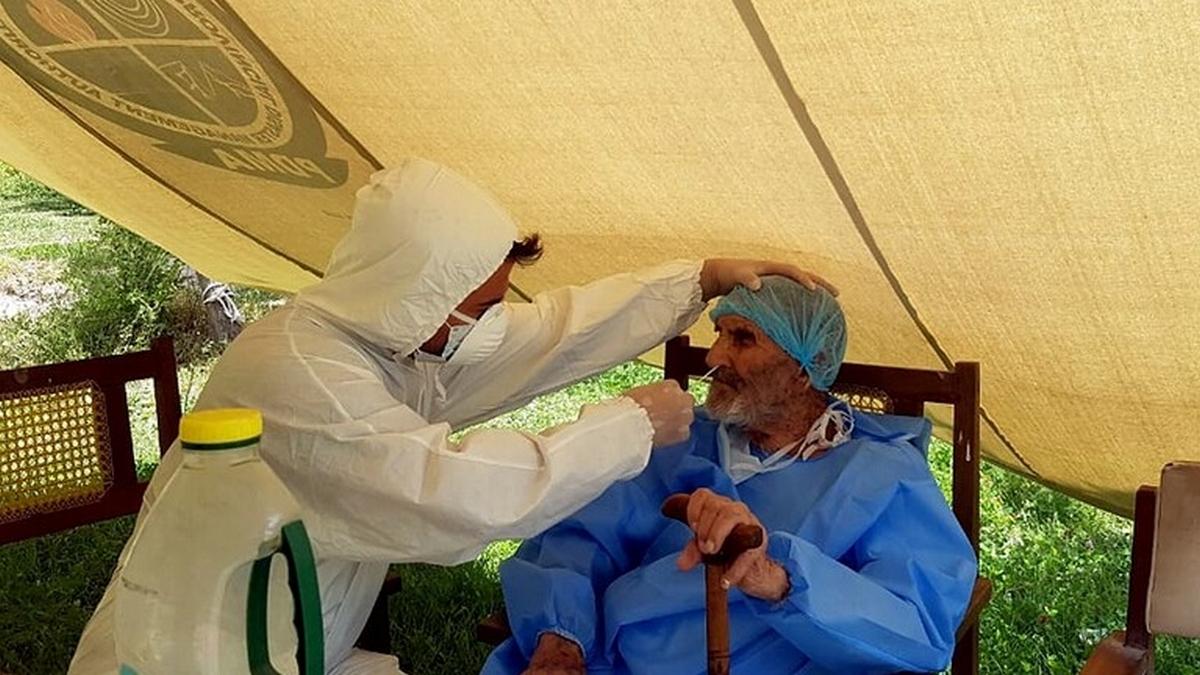 شفاء باكستاني عمره 103 أعوام من كورونا