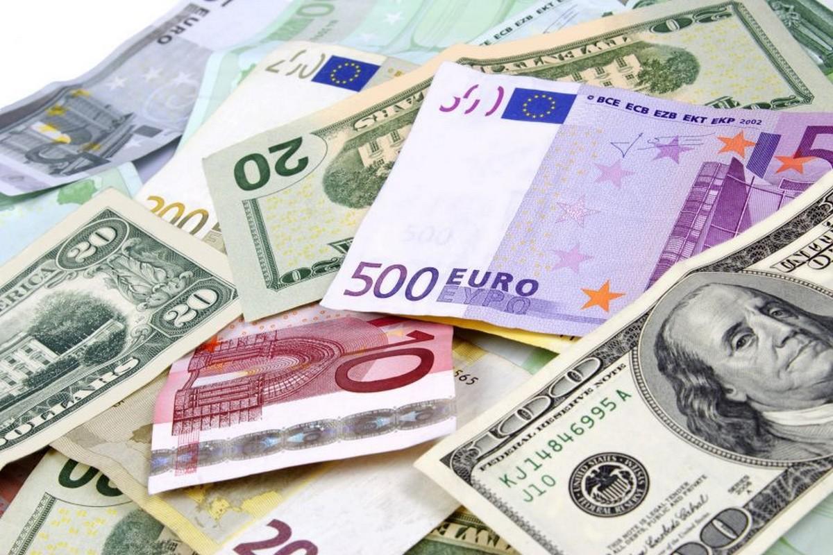 مطار تونس قرطاج :حجز مبالغ من العملة الأجنبية بقيمة 484 ألف دينار