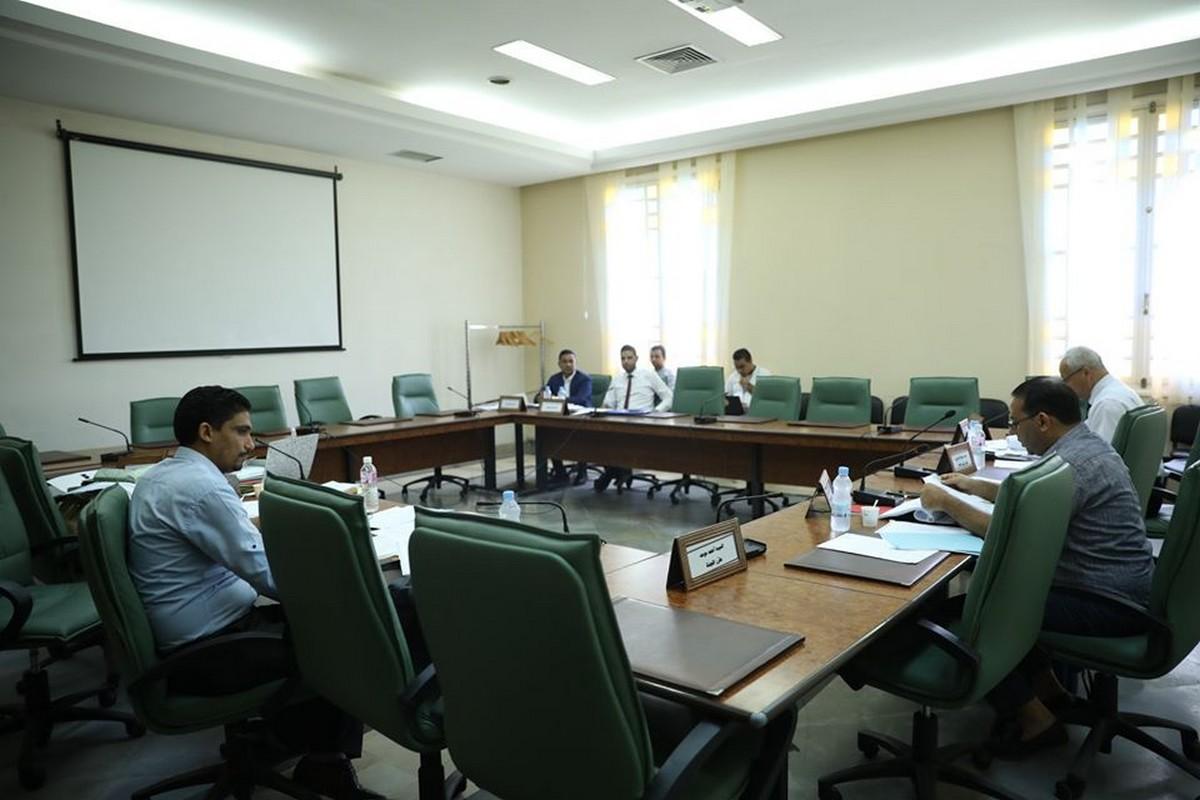 لجنة النظام الداخلي تنظر في الفصول والتعديلات المتعلقة بالحصانة وبحفظ النظام في الجلسة العامة