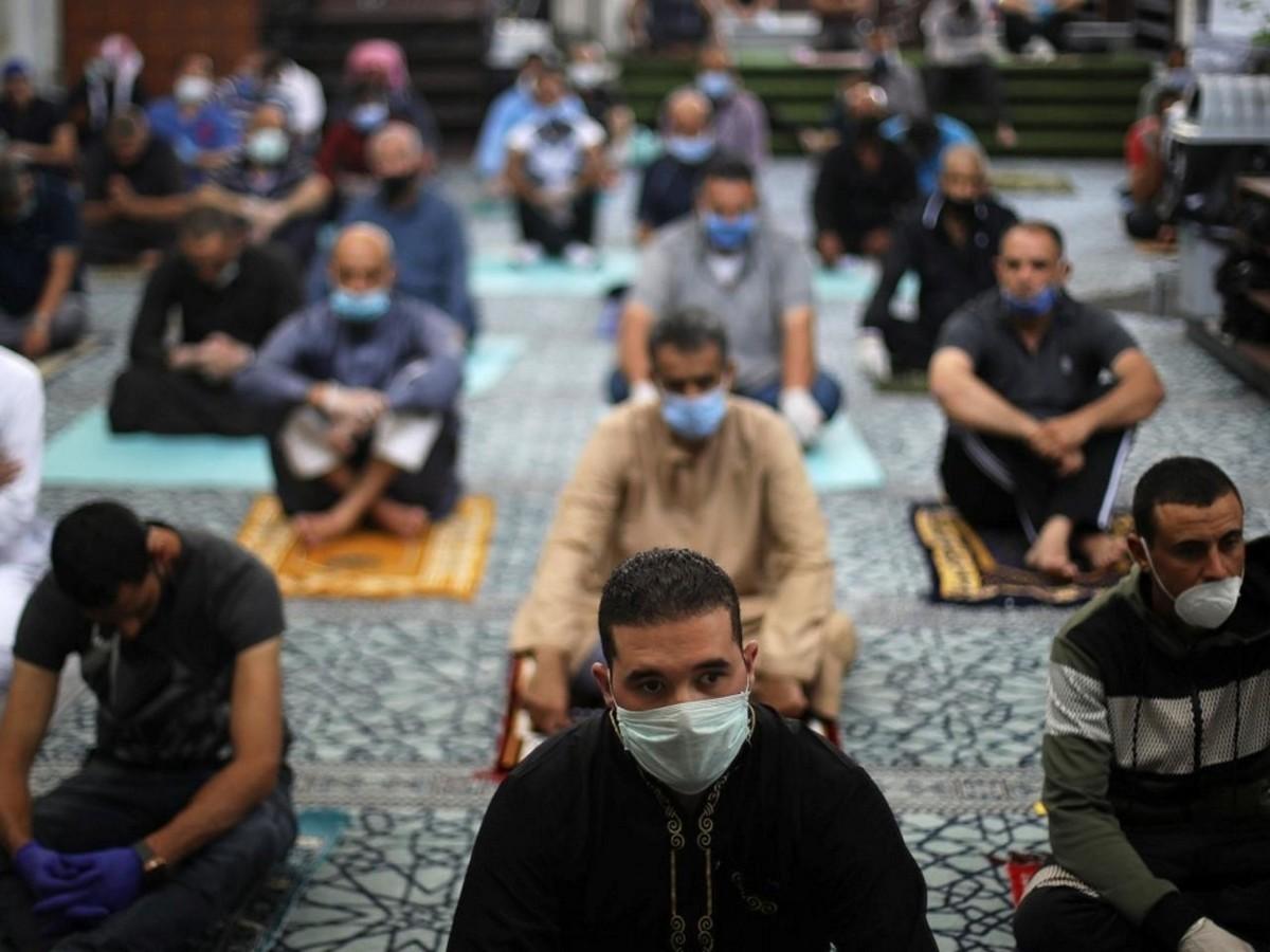 وزارة الشؤون الدينية تدعو إلى التقيد بإجرءات التوقي من كورونا في المساجد