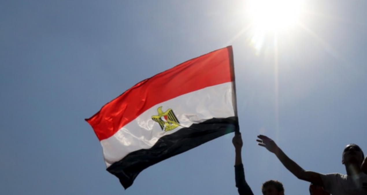 مصر.. مواطن يعيد كنزا مفقودا من المجوهرات والحكومة تصدر بيانا بشأنه