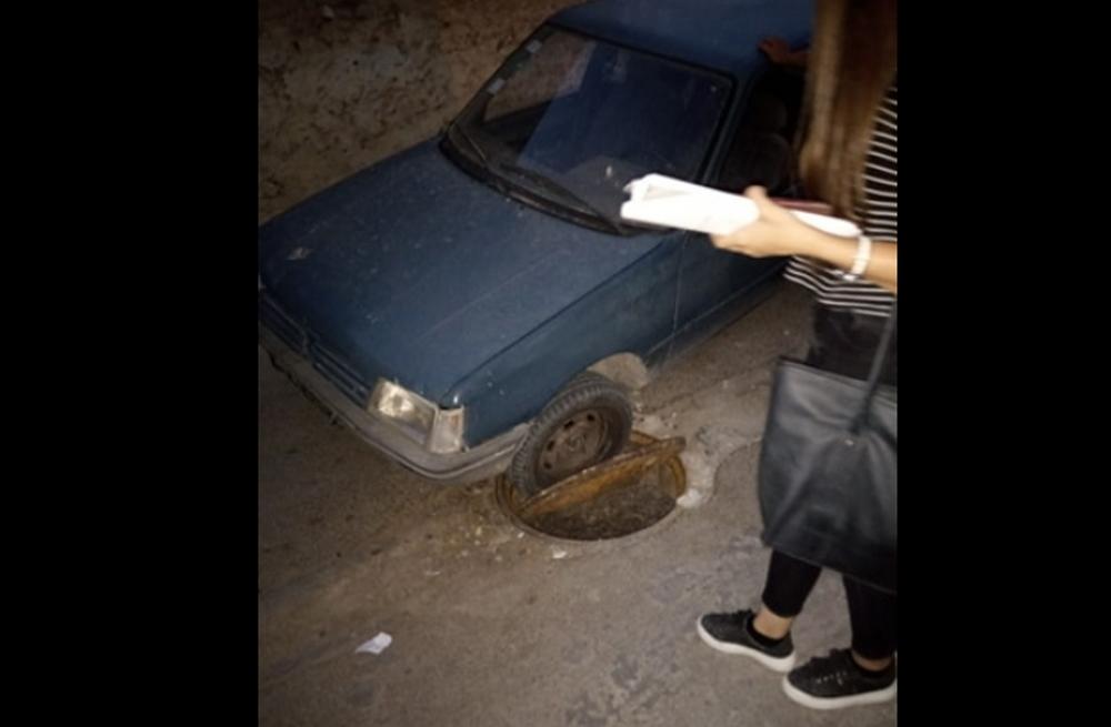 صفاقس مُعاناة المواطن مع الأوناس لا تنتهي سيارة تقع في بالوعة
