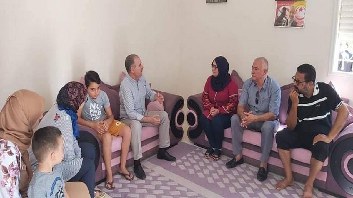 الطبوبي بصفاقس  في زيارة معايدة لعائلات المساجين أعوان الصحة