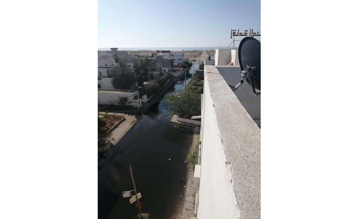 طريق  سيدي  منصور: تسرّب  كبير  لمياه  الاوناس ..والتدخل متواصل