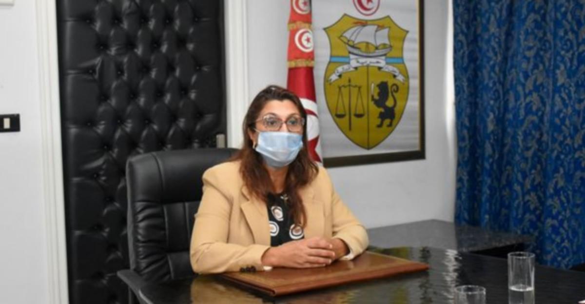 وزيرة التعليم العالي والبحث العلمي تشرف  على جلسة  عمل  مع نصاف  بن  عليّة