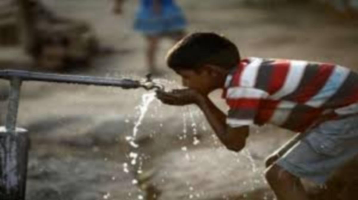 متساكنو منطقة مقرة بالقيروان يغلقون الطريق ويطالبون بحقهم في الماء