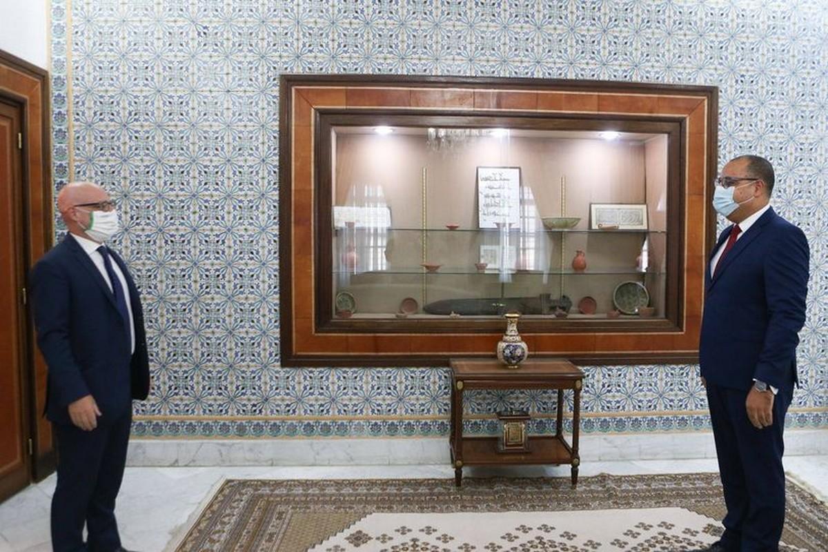 رئيس الحكومة يلتقي السفير الإيطالي بتونس