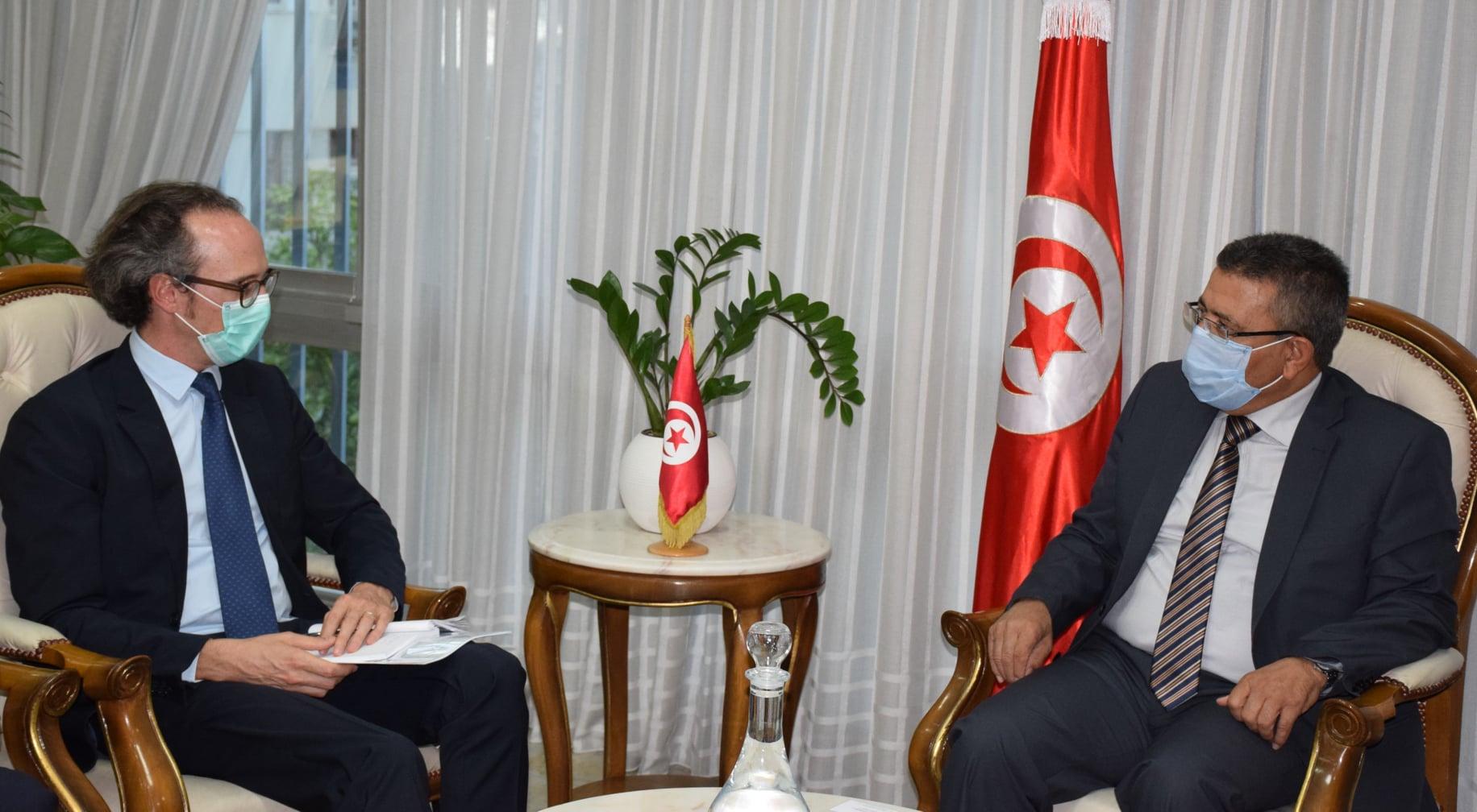 وزير التجهيز يلتقي  مدير مكتب البنك الأوروبي لإعادة الأعمار والتنمية بتونس