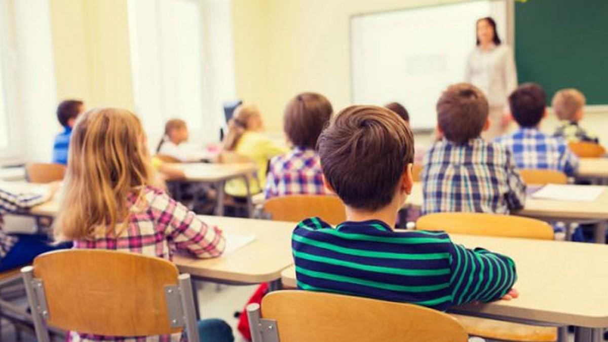 جامعة التعليم الثانوي تدعو إلى إيقاف الدروس بشكل فوري لمدّة 10 أيام أو أكثر