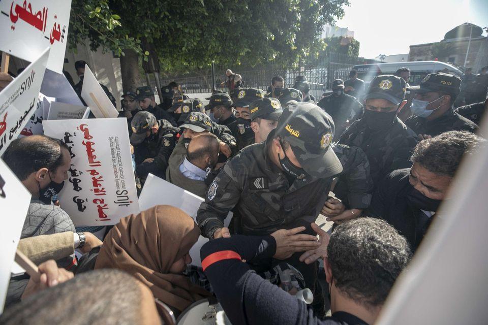 نقابة الصحفيين تندد بالعنف الذي تعرض له الصحفيون