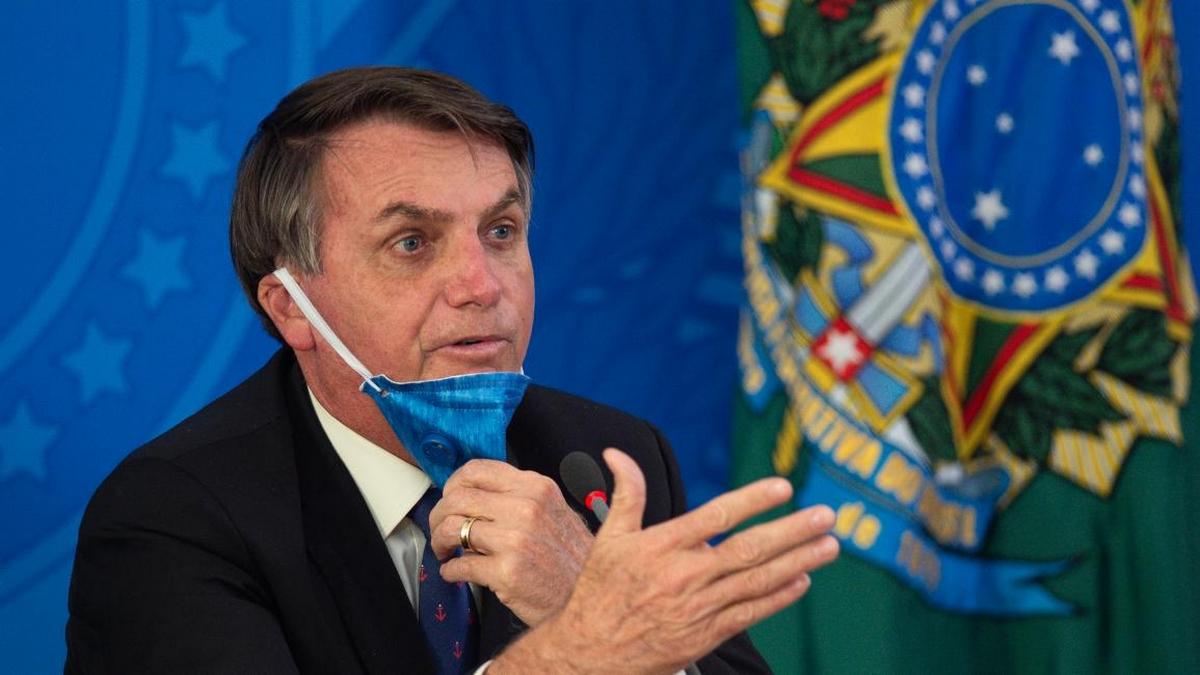 الرئيس البرازيلي يُعلن رفض حقنه بلقاح كورونا