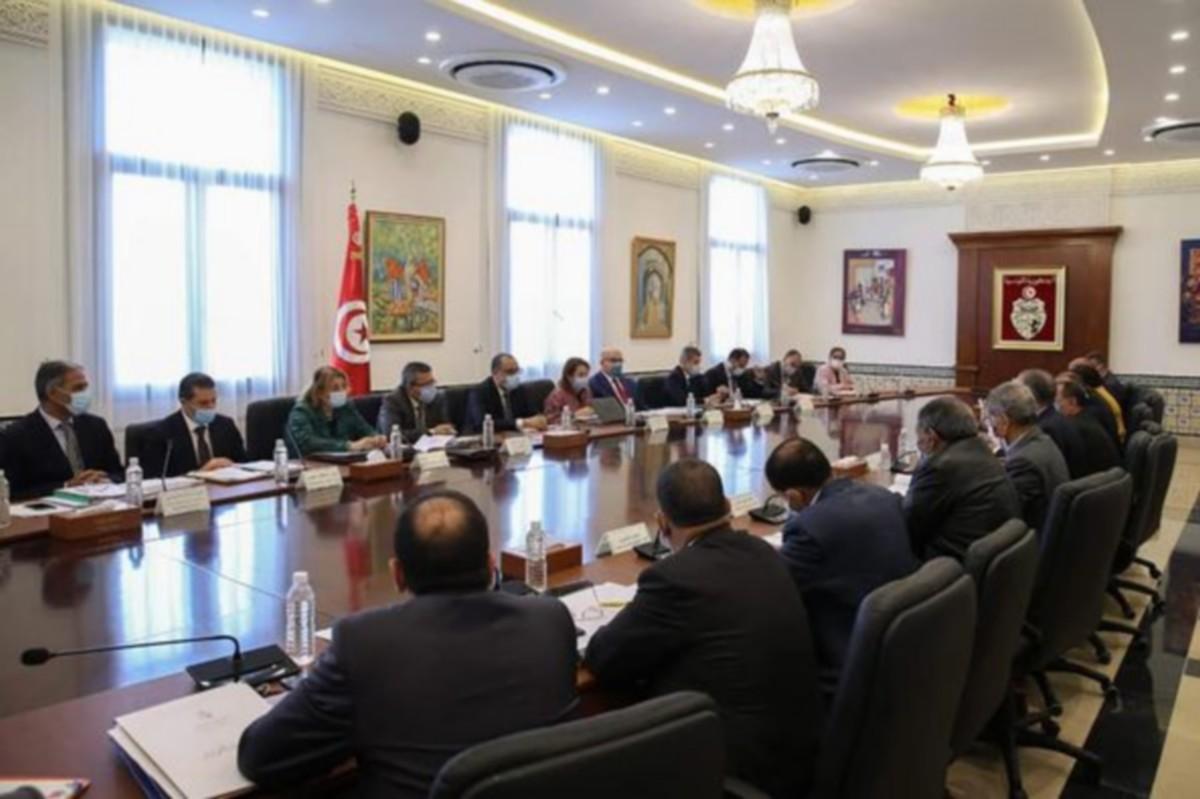 رئيس الحكومة يُشرف على جلسة عمل لدراسة النقاط التنموية بولاية مدنين
