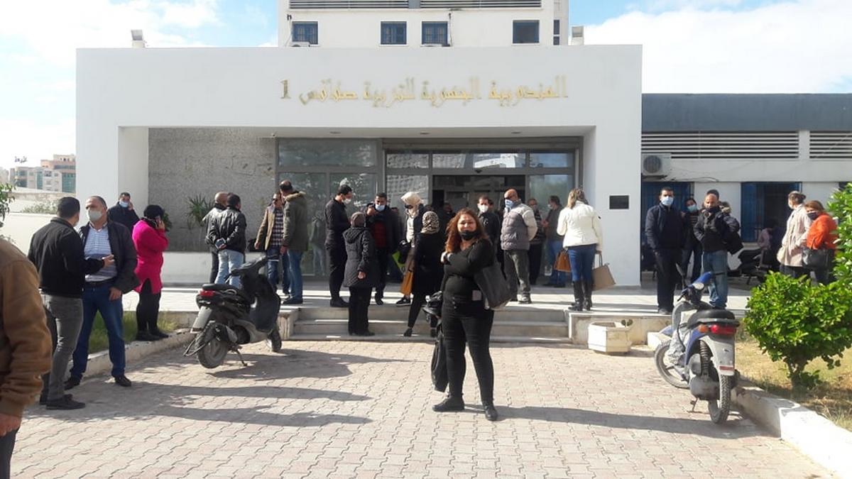 وقفة احتجاجية للقيمين والقيمين العامين امام المندوبية الجهوية للتربية صفاقس1