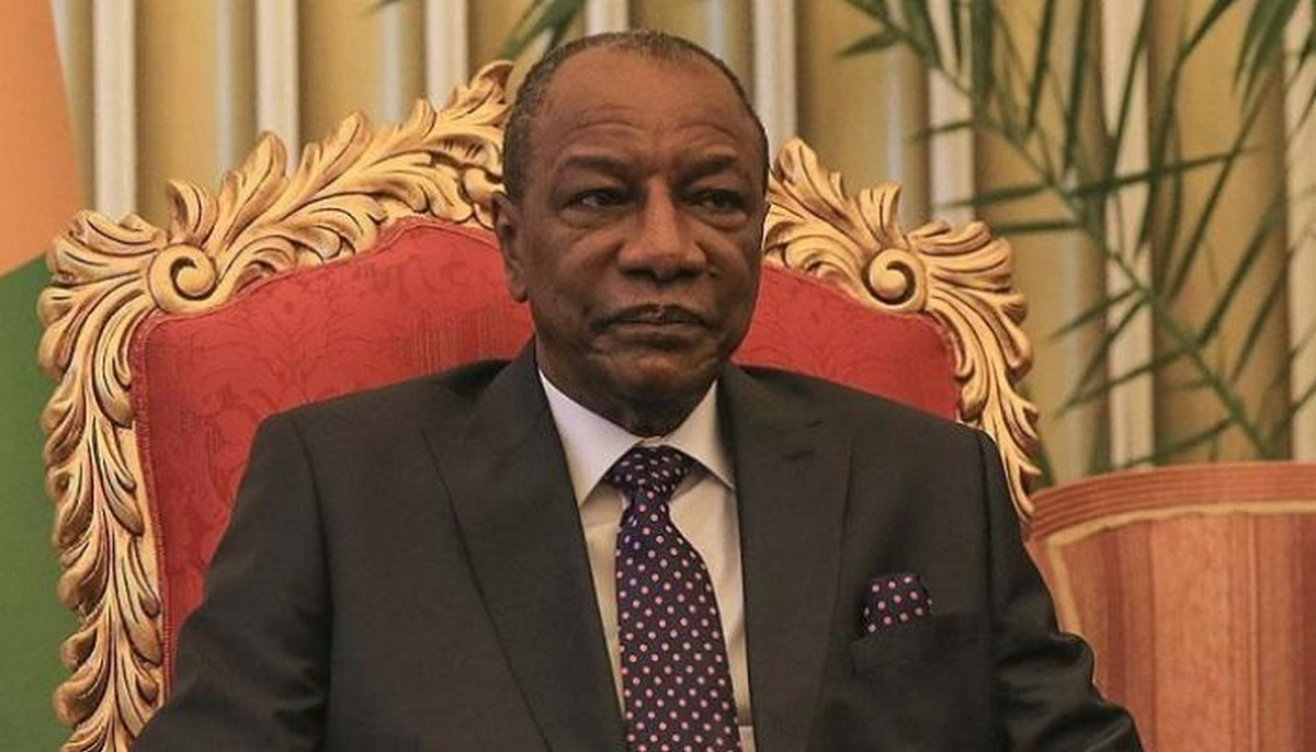 """أول زعيم إفريقي يتلقى لقاح """"سبوتنيك V"""" الروسي"""