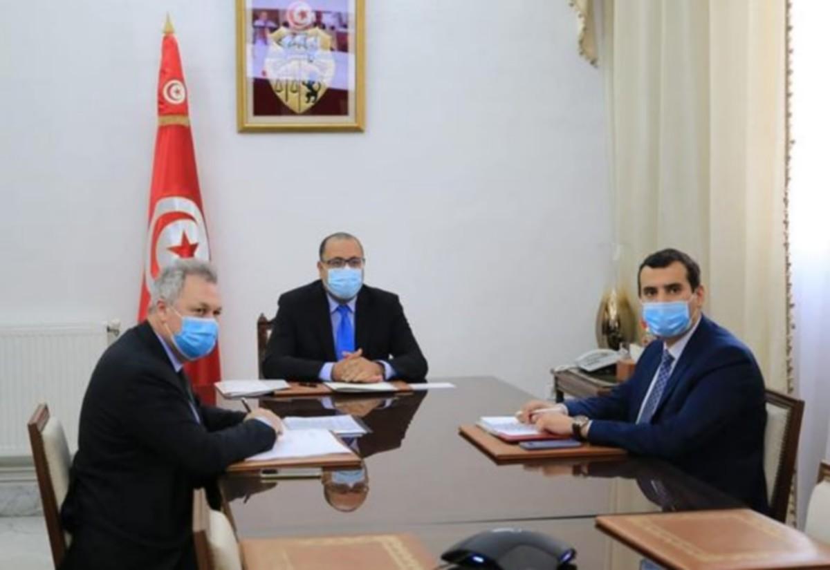رئيس الحكومة يتحادث مع بعثة خبراء صندوق النقد الدولي