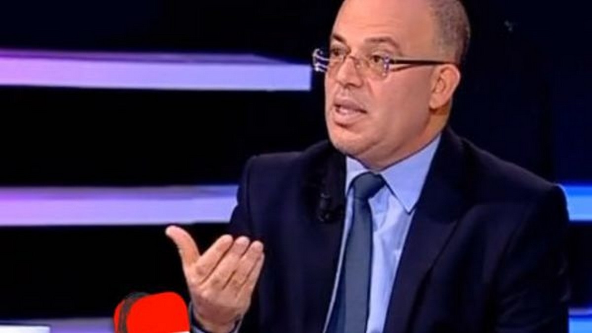 ديلو: إقالة وزير الصحة في بلاد تعيش حربا على الوباء عبث