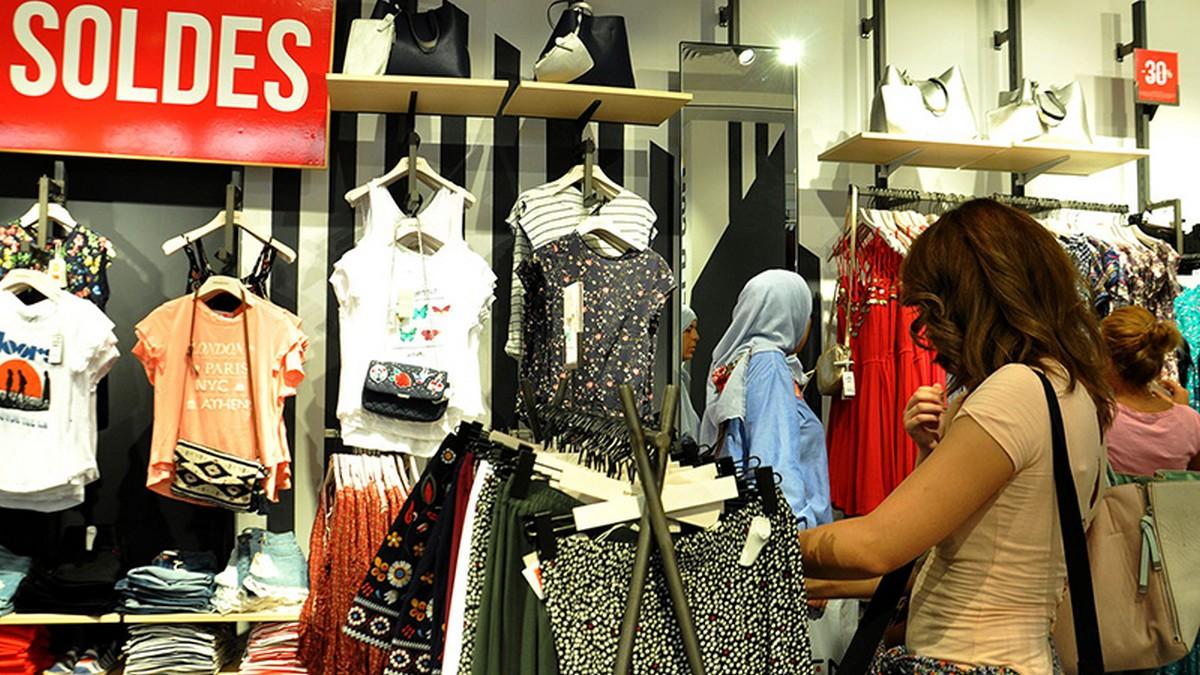 التونسي في حاجة الى صولد في  المواد الغذائيّة وليس في  الملابس  الجاهزة