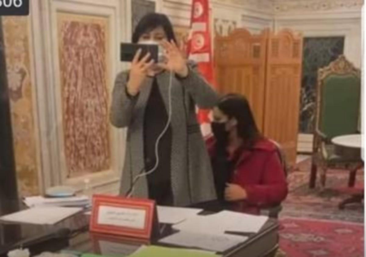 قلب تونس: بلطجة عبير موسي واعتدائها على سميرة الشواشي تجاوز كلّ حدود اللياقة واحترام الغير