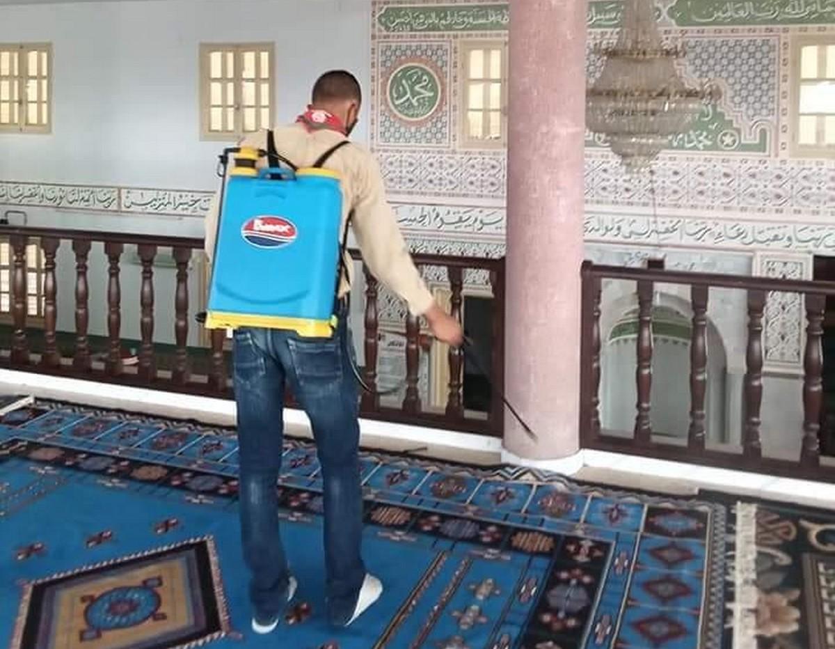 فوج اللوزة للكشافة يفتتح السنة بتعقيم مساجد اللوزة