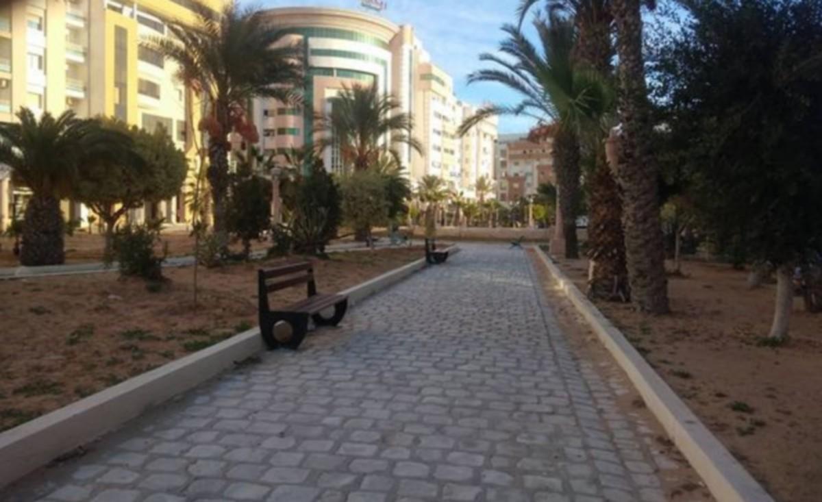 تدخلات بلدية صفاقس في تجميل الحدائق وتزيين الساحات وتهيئة المسالك الصحية