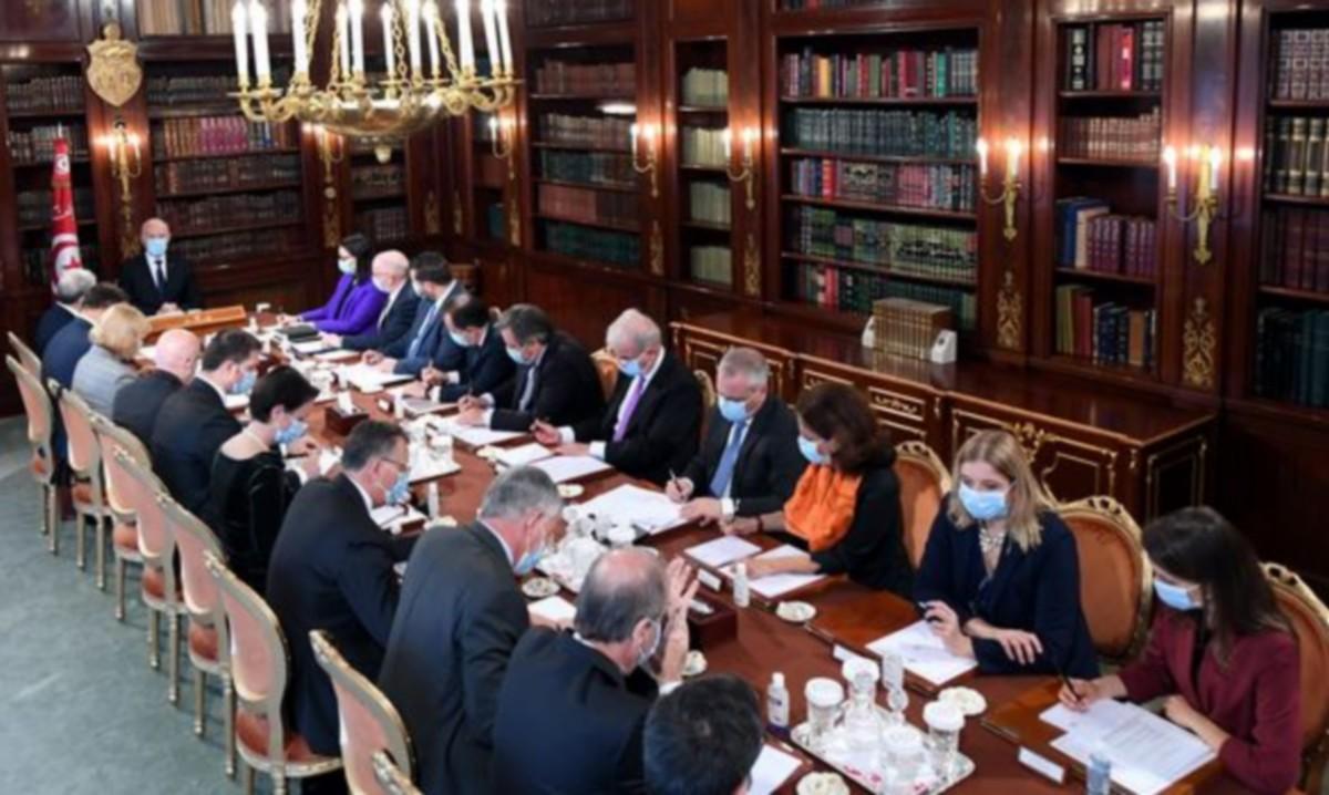 قيس سعيّد يعقد اجتماعا مع سفراء بلدان الاتحاد الاوروبي