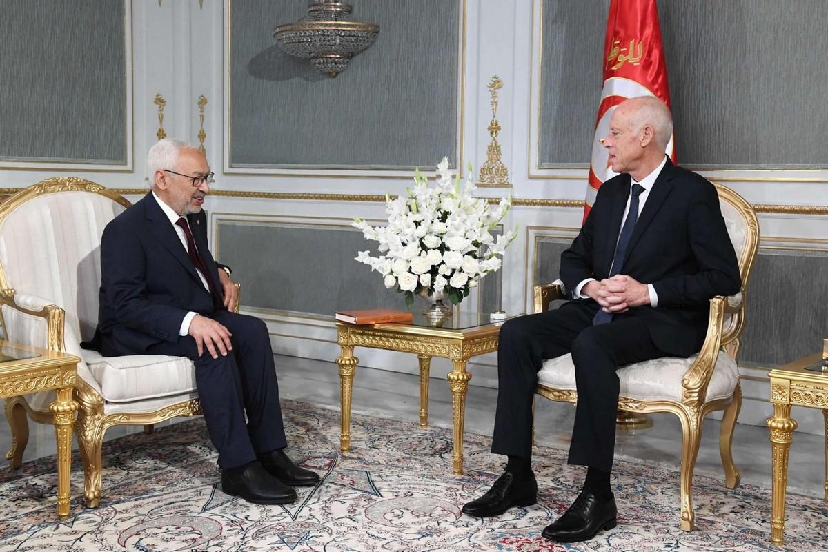 الرئاسة في بلاغ  مقتضب:لقاء  قيس  سعيد ورئيس  مجلس  النواب