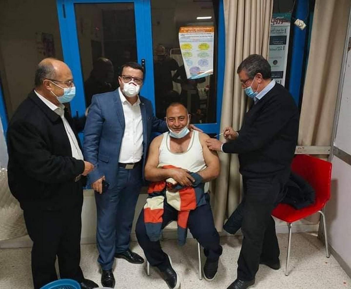 عمال بلدية صفاقس بالمصالح النشيطة يتلقون الجرعة الاولى للتلقيح المضاد لفيروس كوفيد 19