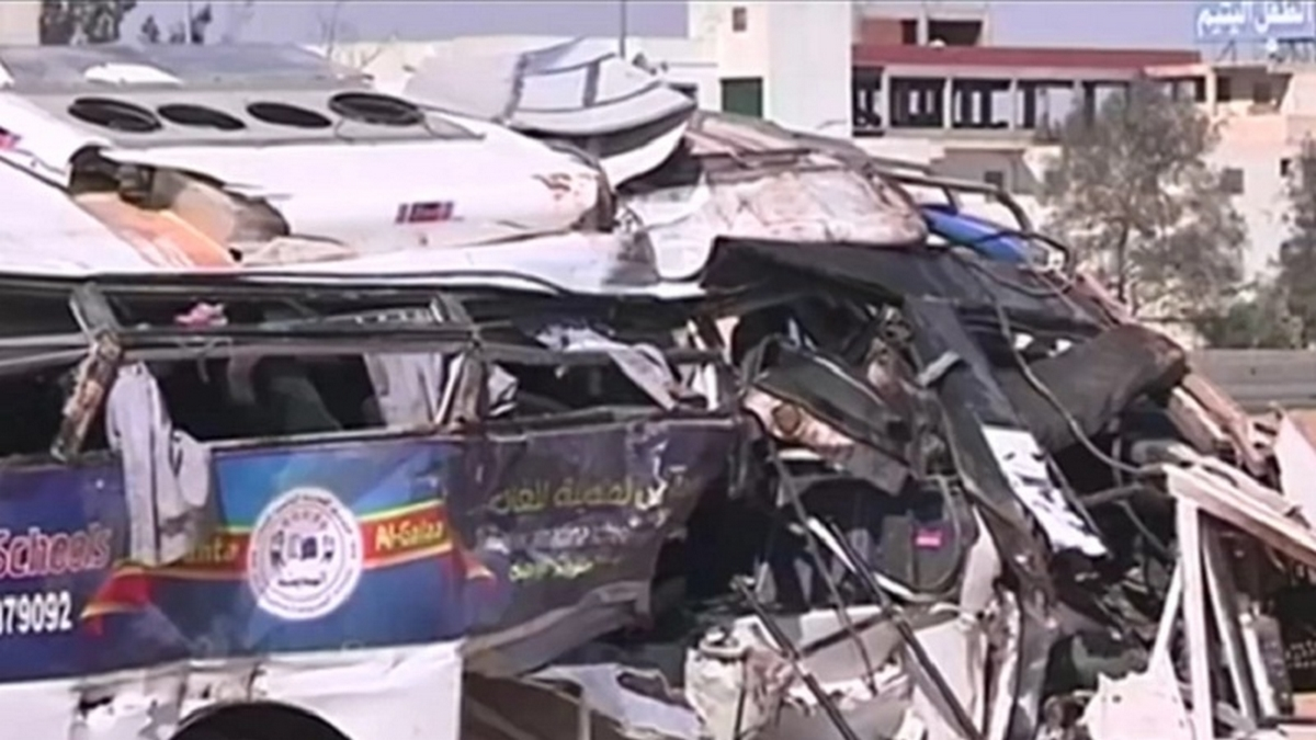حوالي 20 قتيلا في اصطدام حافلة بشاحنة مواد بتروليّة بمصر