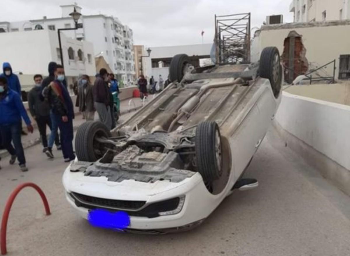 صفاقس :انقلاب سيارة في قسم الاستعجالي بالمستشفى الجامعي الحبيب بورقيبة
