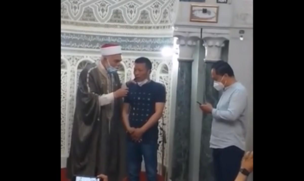 صفاقس : صيني  من  عبادة  الاصنام الى الدخول  في  الاسلام