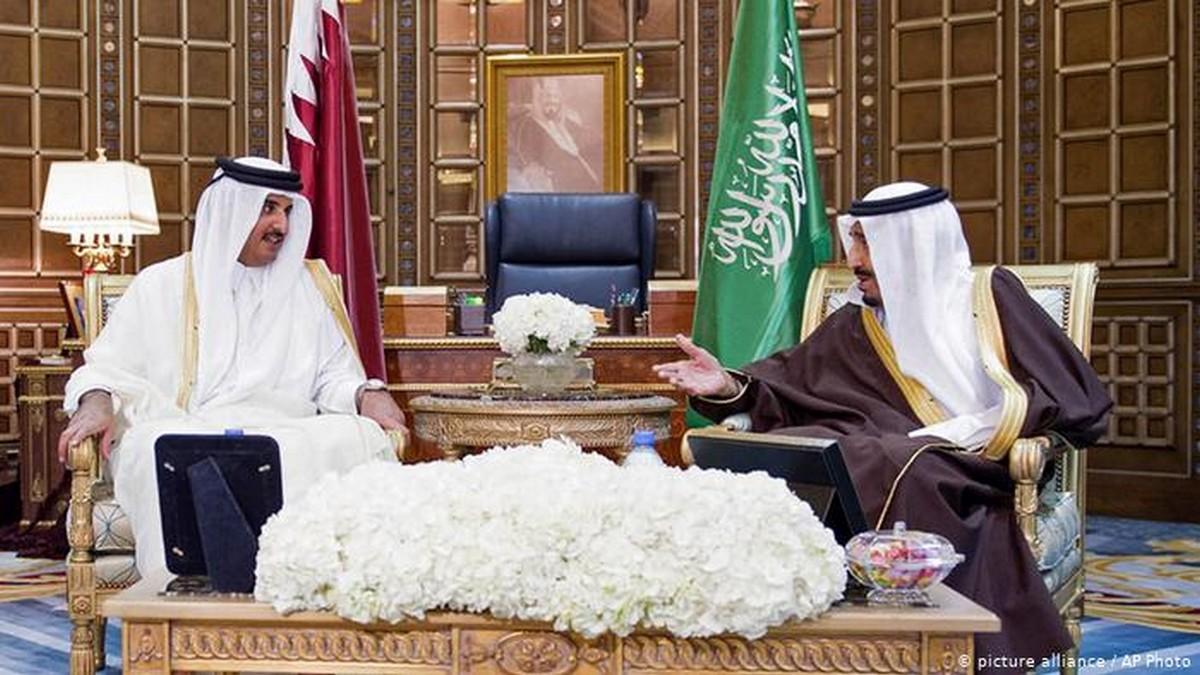 الملك سلمان يدعو أمير قطر لزيارة السعودية