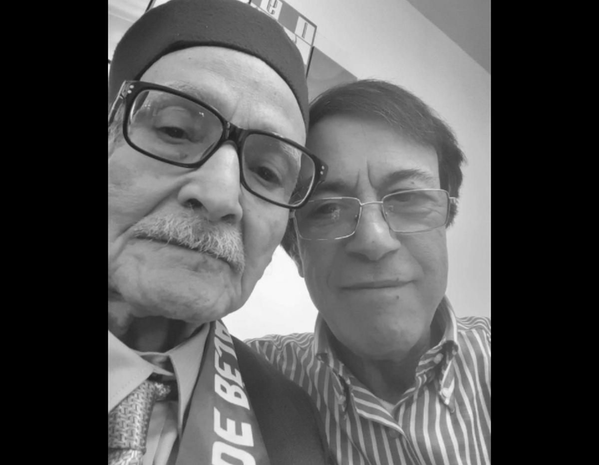 الفنان عدنان الشواشي ينعى والده