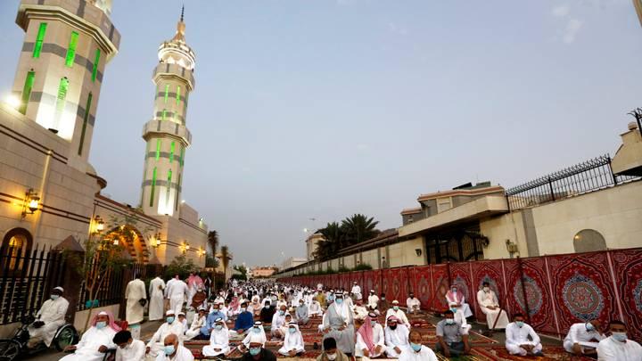 السعودية تقصر استعمال مكبرات الصوت بالمساجد على الأذان والإقامة