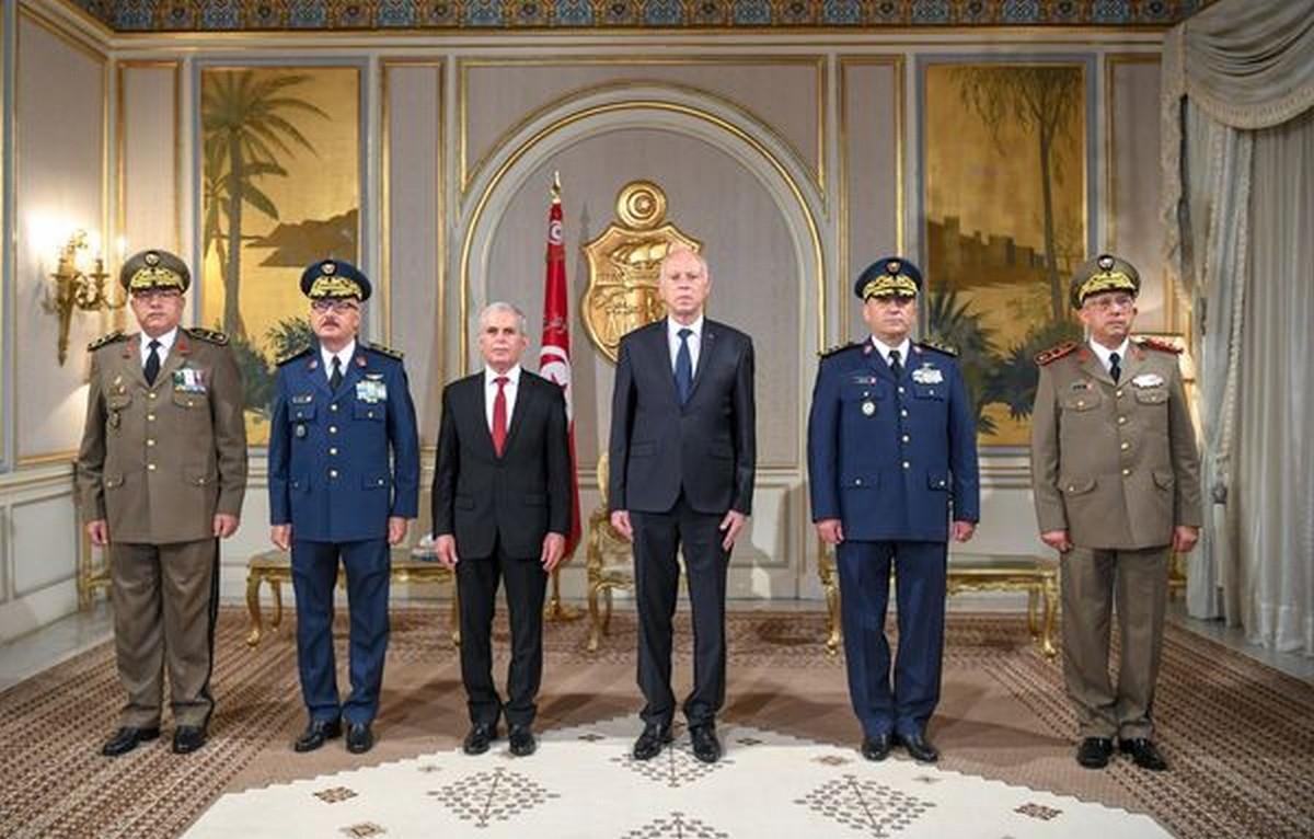 قيس  سعيّد  يشرف على ترقيات  بوزارة الدفاع الوطني
