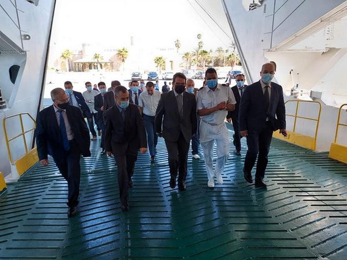 """وزير النقل واللوجستيك يؤدّي زيارة إلى السفينة """" قرطاج"""" التابعة للشركة التونسية للملاحة"""