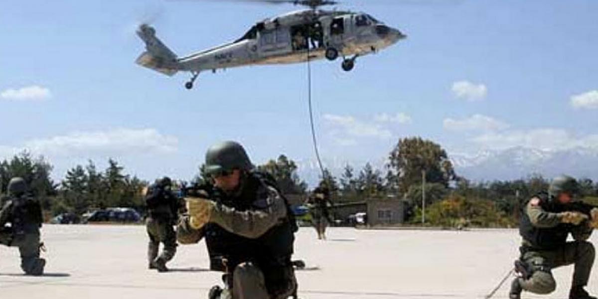 وزير الدفاع يؤكد ضرورة تطوير القدرات العملياتية لجيش الطيران