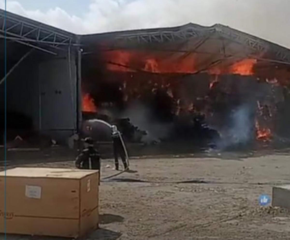 صفاقس : حريق هائل  بالمنطقة الصناعية بعقارب