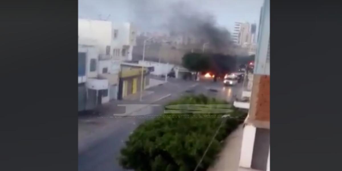 بالفيديو صفاقس  : إشعال الإطارات المطاطية وغلق الطريق