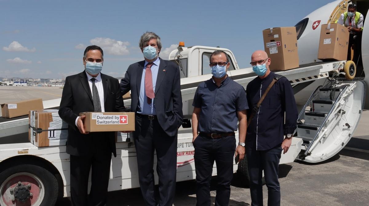 سويسرا ترسل طائرة بقيمة مليون دينار محملة بالتجهيزات الطبية إلى تونس