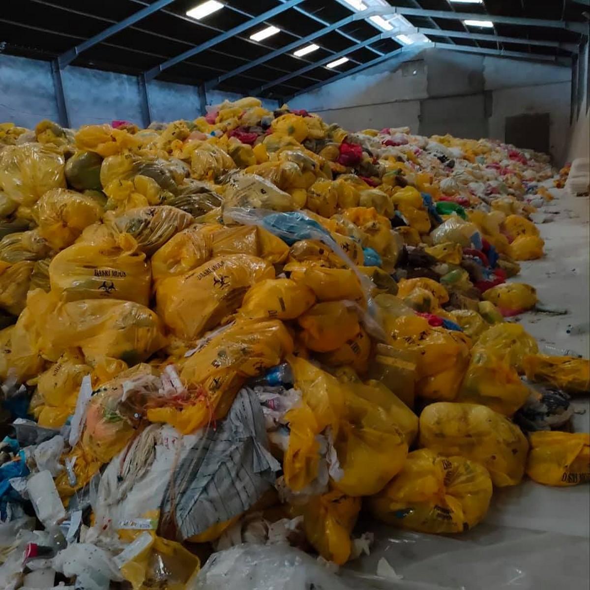 التراجع عن قرار تعليق أنشطة تجميع ونقل ومعالجة النفايات الطبية الخطرة