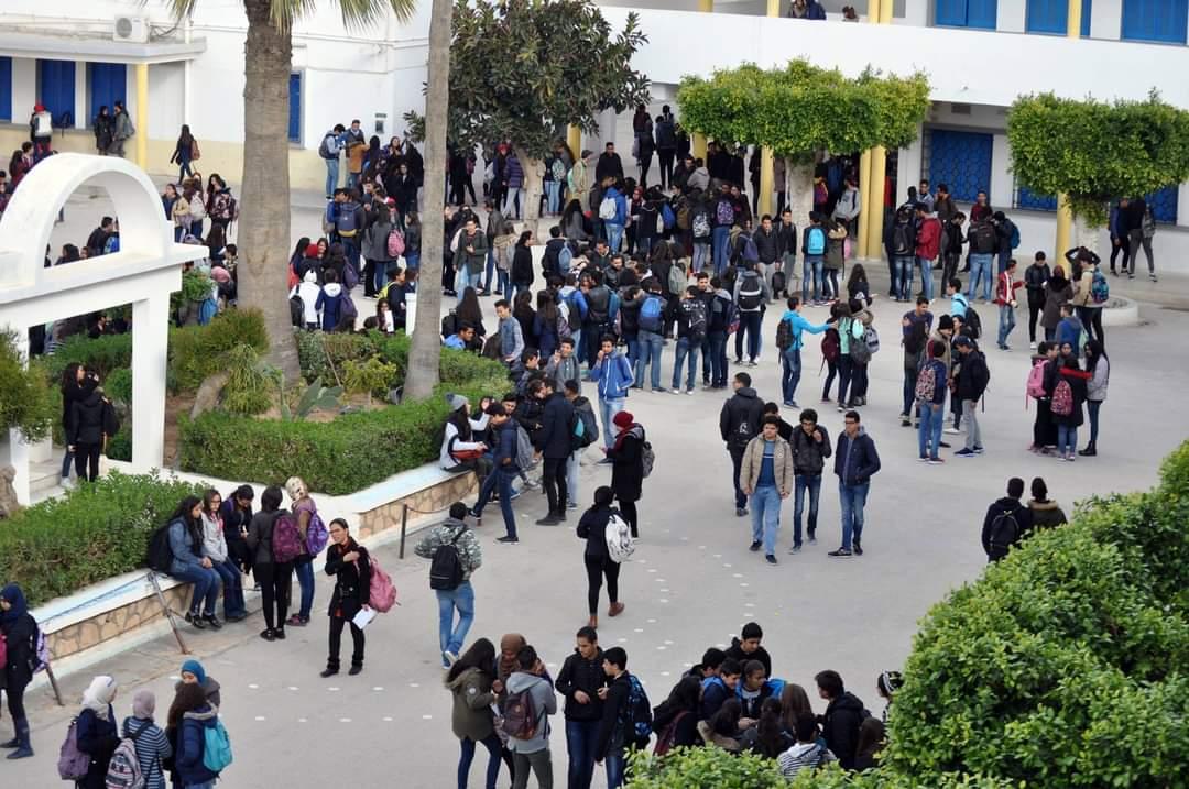 صفاقس تعرض مدير معهد محمد علي إلى العنف اللفظي والإحتجاز بمكتبه