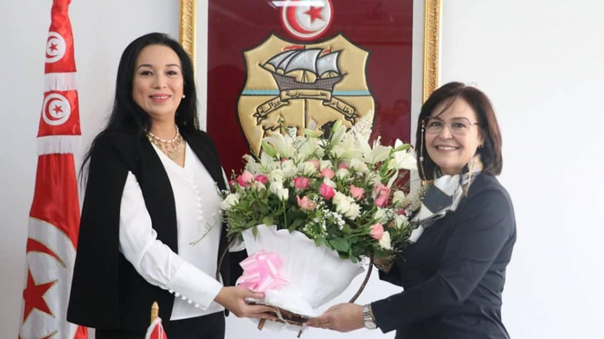 آمال موسى بلحاج تتسلم مهامها على رأس وزارة الأسرة والمرأة