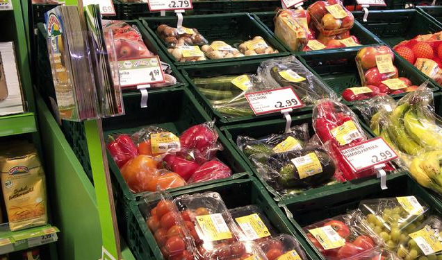 فرنسا تتجه لمنع الخضر والفواكه المغلفة بالبلاستيك ابتداء من العام المقبل