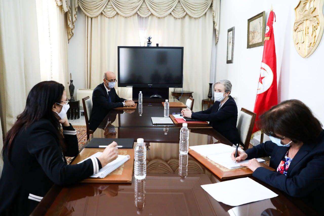 رئيسة الحكومة تلتقي عددا من الوزراء ومحافظ البنك المركزي